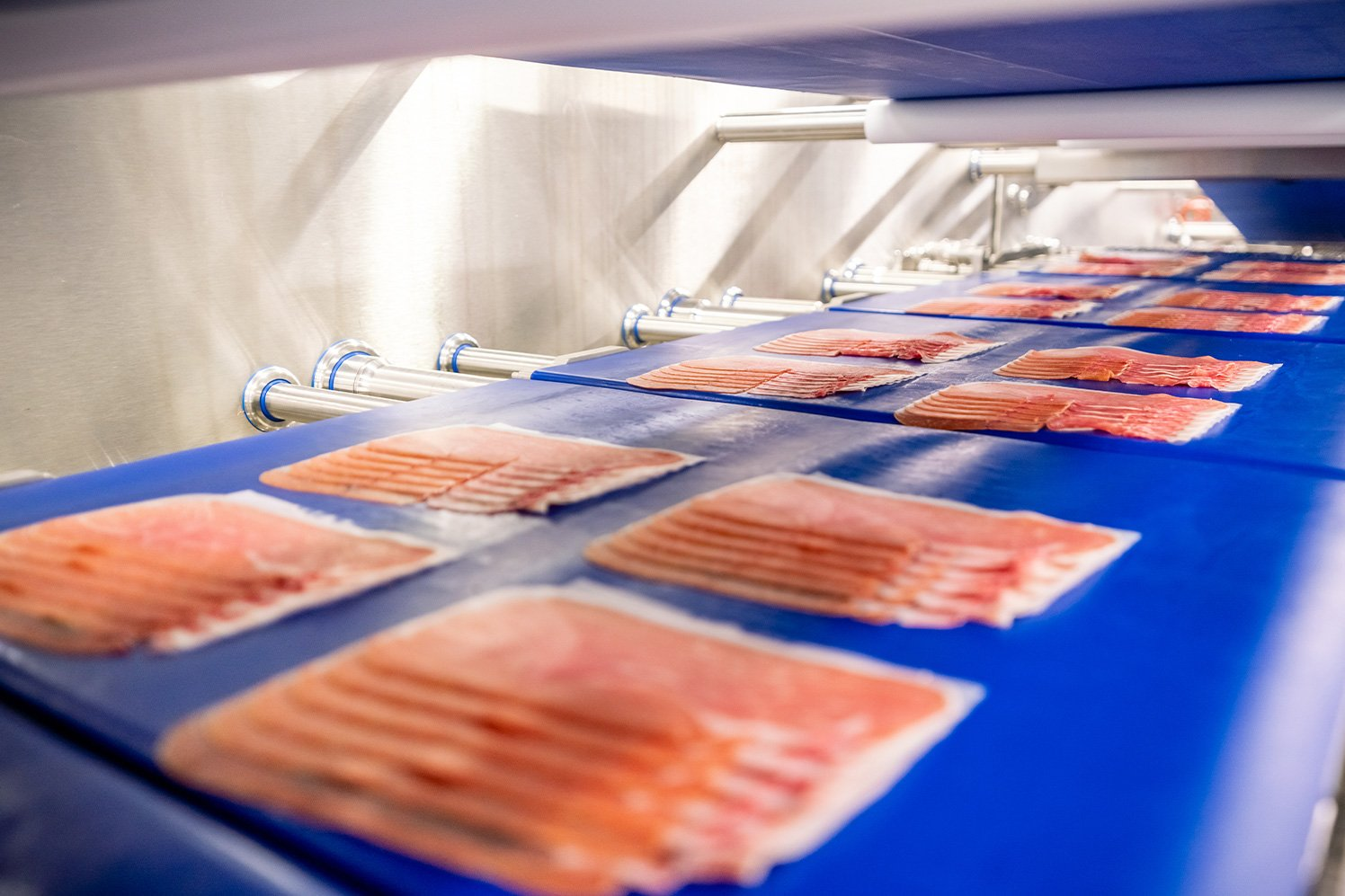 Sliced cuts: production in thermo-formed trays